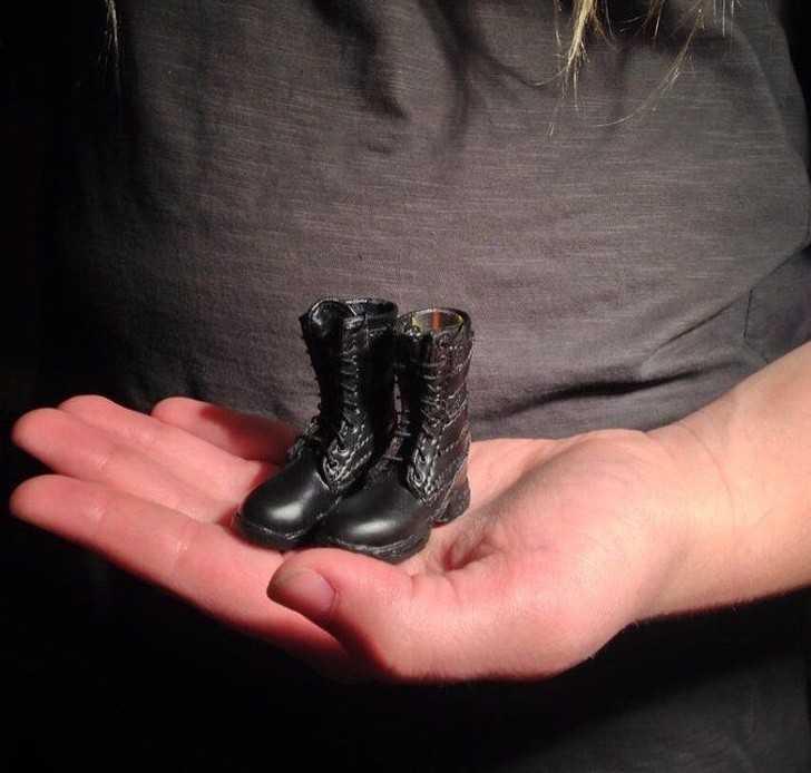 9. Siostra zamówiłа buty do kostiumu na Halloween...