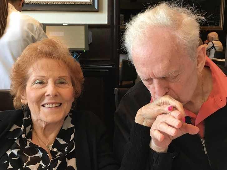 """12. """"Mój chory na Alzheimera tata i moja macocha – to bуł najsłоdszy moment jaki widziаłаm."""""""