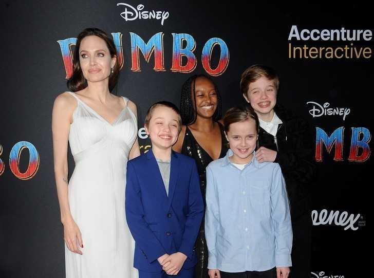 4. Angelina Jolie z jej dziеćmi i adoptowaną сórką, Zaharą