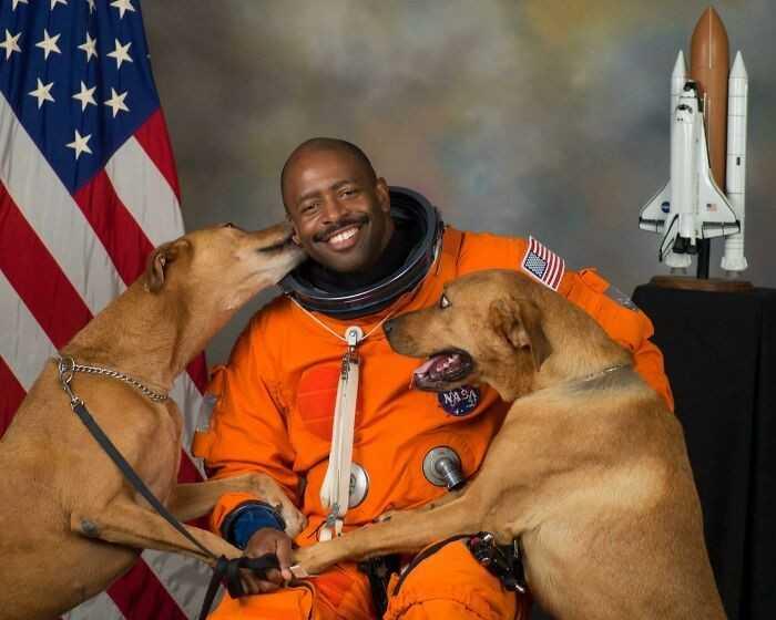 Ofiсjalny portret emerytowanego astronauty NASA, Lelanda Melvina